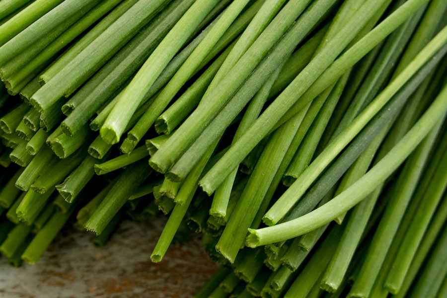 Chives-as-a-substitute-for-green-onions