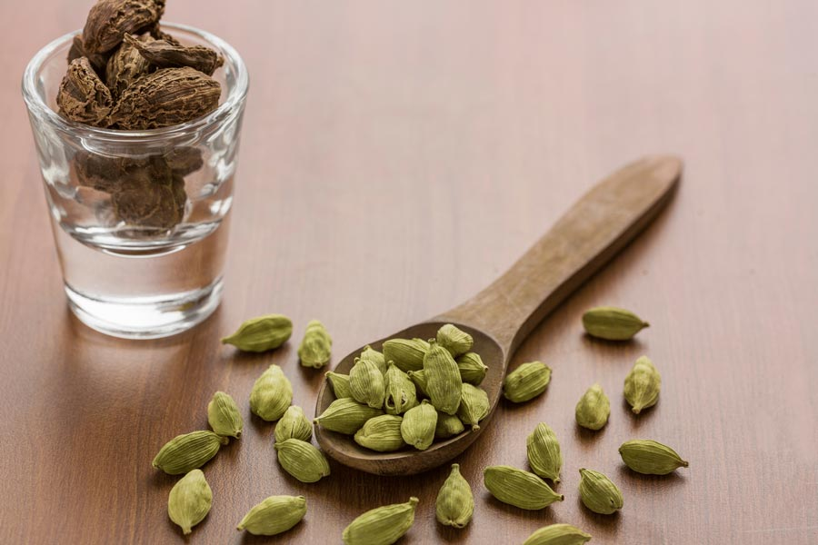 Cardamom-as-a-substitute-for-saffron