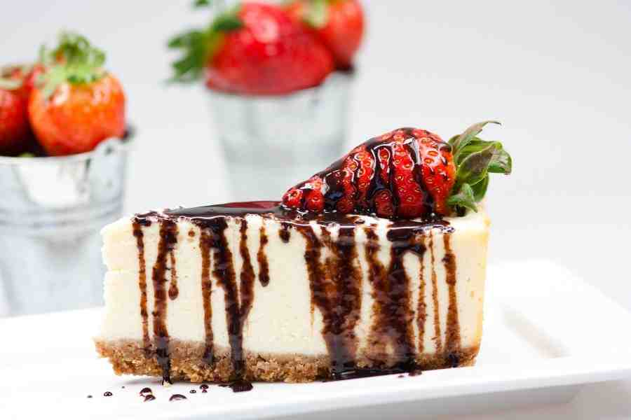 Chocolate amaretto sauce topping for cheesecake